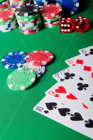 Азартные игры. Фишки, карты и кости