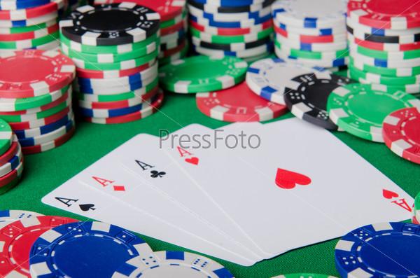 Фотография на тему Азартные игры. Фишки и карты