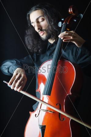 Фотография на тему Человек играет на виолончели