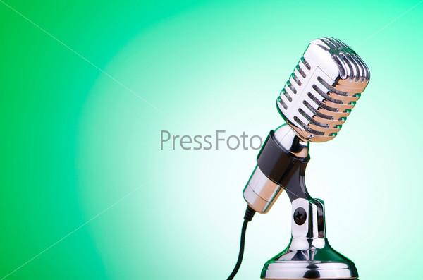 Фотография на тему Старинный микрофон на цветном фоне
