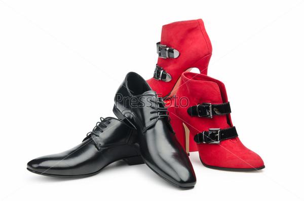 Мужская и женская обувь на белом фоне