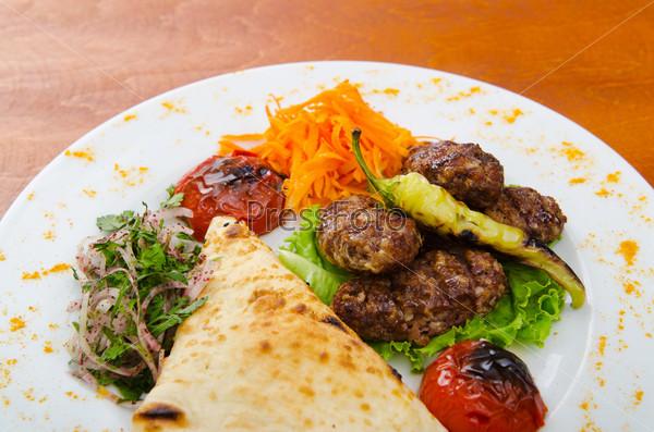 Фотография на тему Мясная кухня. Шашлык на тарелке