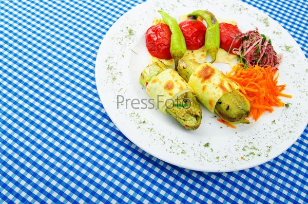 Овощи, приготовленные на гриле, в тарелке