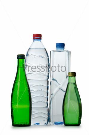 Фотография на тему Питьевая вода в бутылках на белом фоне
