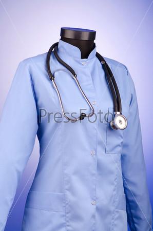 Медицинский халат и стетоскоп