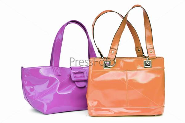 Элегантные женские сумки на белом фоне