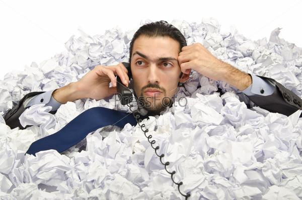 Фотография на тему Бизнесмен, заваленный бумагой