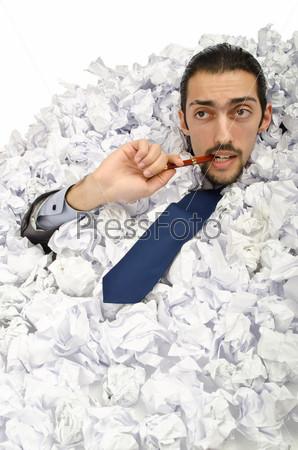 Бизнесмен, заваленный бумагой