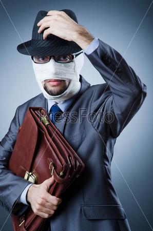 Фотография на тему Молодой человек в медицинской повязке