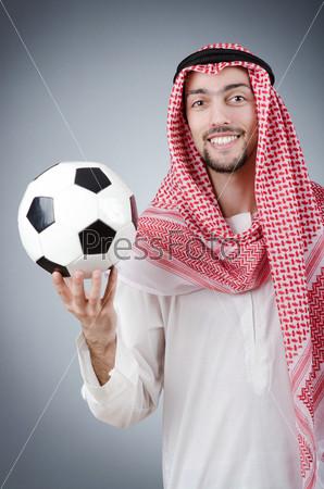 Араб с футбольным мячом