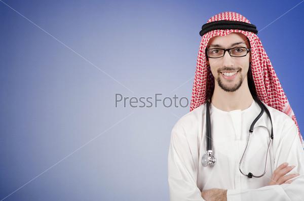 Молодой араб-врач