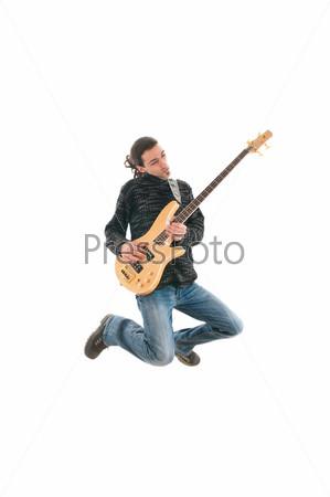 Гитарист в прыжке