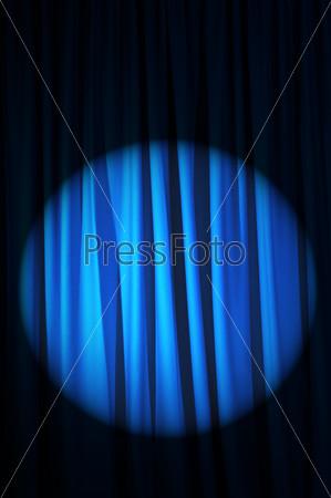 Ярко освещенные театральные кулисы