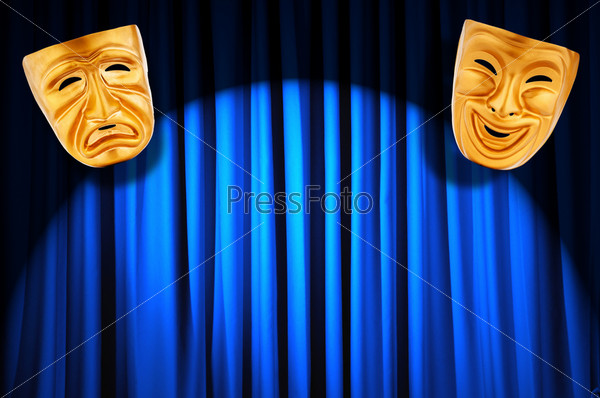 Две золотые театральные маски на фоне синих кулис