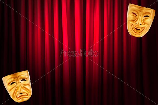 Фотография на тему Маски на фоне театрального занавеса