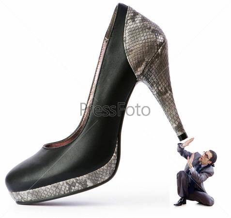 Мужчина под женским каблуком
