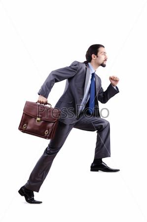 Бизнесмен с портфелем поднимается по невидимой лестнице