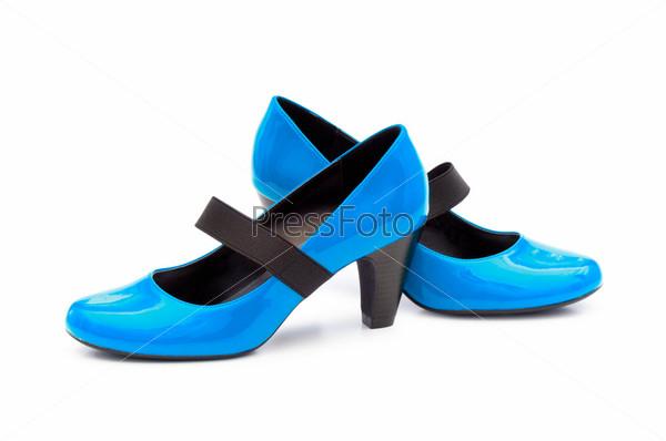 Голубые женские туфли на белом фоне