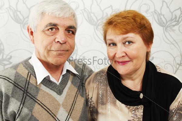 Портрет счастливой пожилой пары