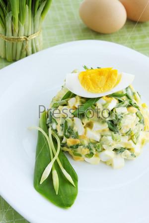 Фотография на тему Весенний салат с диким чесноком и яйцами