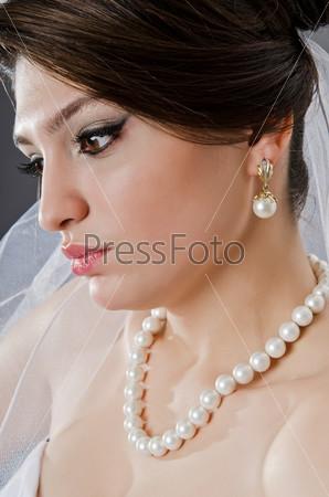 Красивая невеста в свадебное платье