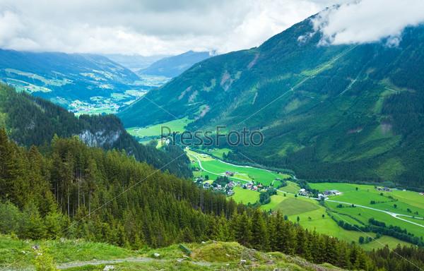 Деревушка в долине Альп