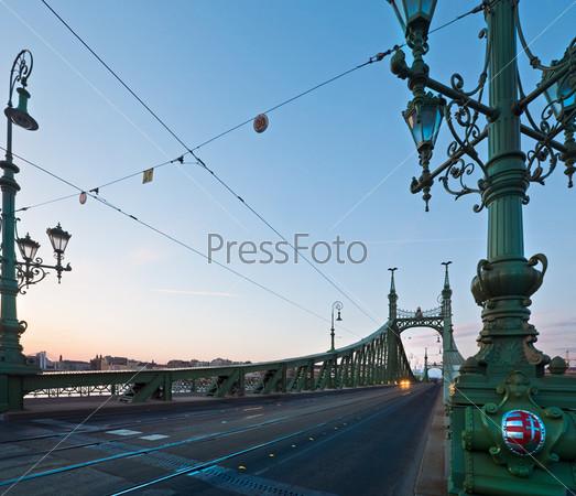 Будапешт, Мост Свободы мост через реку Дунай, вечер