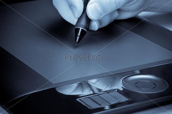 Фотография на тему Рука с ручкой