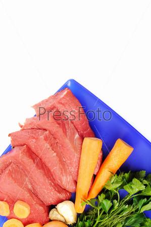 Фотография на тему Овощи и бифштекс на белом фоне