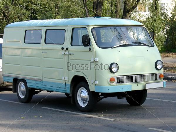Голубой микроавтобус