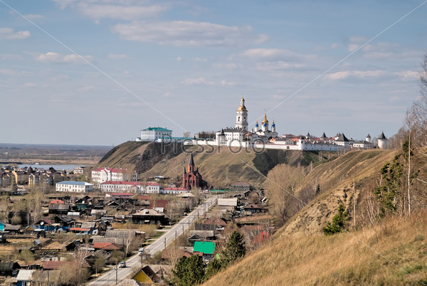 Фотография на тему Вид на кремль и католическую церковь в Тобольске
