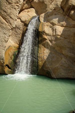 Водопад в оазисе Шебека, граница Туниса и Алжира