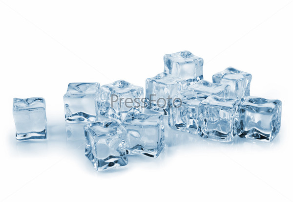 Кубики льда на мокром стекле