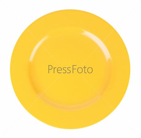 Желтая тарелка на белом фоне