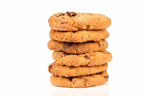 Овсяное печенье с белым шоколадом на белом фоне