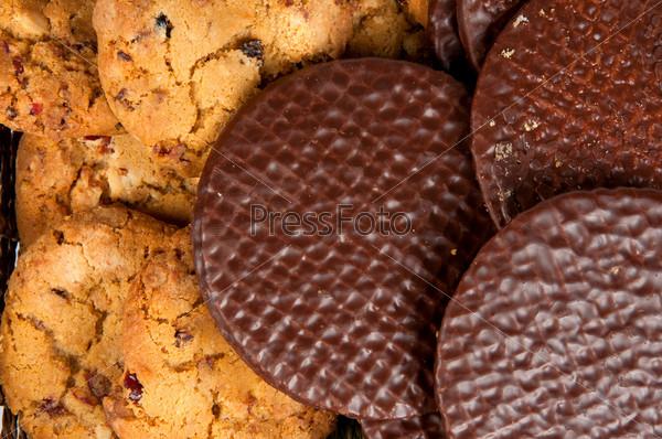 Фотография на тему Овсяное печенье и вафли с шоколадом
