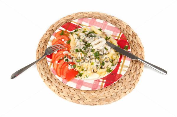 Фотография на тему Макароны с морепродуктами на белом фоне