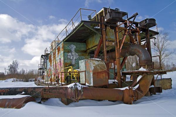 Зимовка земснаряда на одном из песчанных карьеров Подмосковья