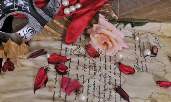 Фотография на тему Маска, письмо и роза