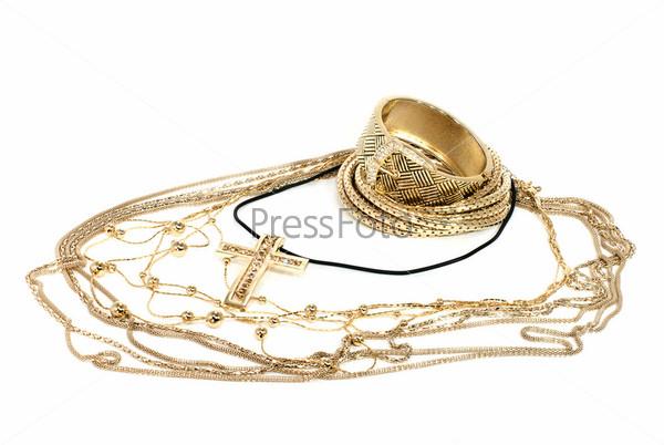 Золотые браслеты и кулоны