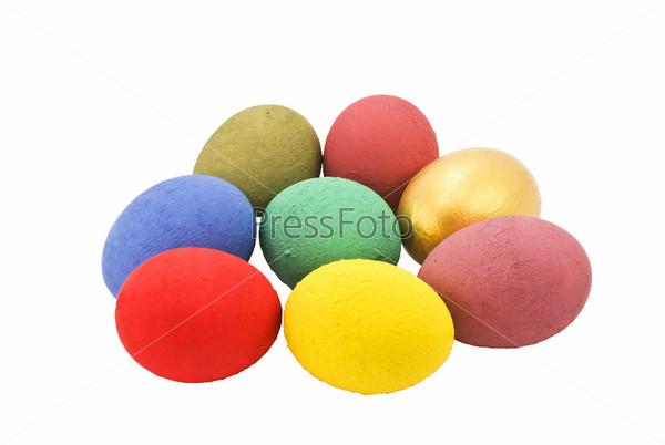 Разноцветные яйца на белом фоне