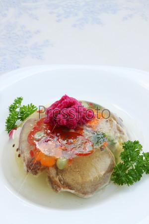 Фотография на тему Заливной говяжий язык с хреном и овощами