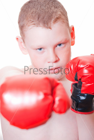 Фотография на тему Мальчик в красных боксерских перчатках на белом фоне
