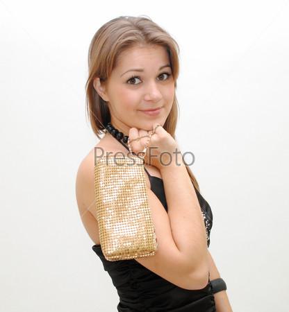 Модная девушка с блестящей косметичкой