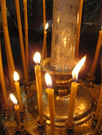 Фотография на тему Горящие церковные свечи