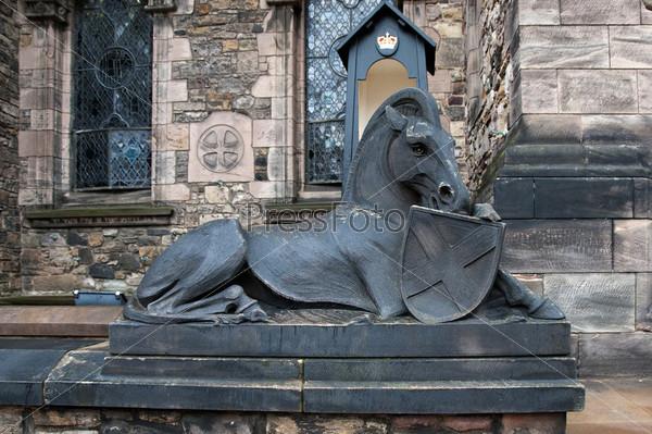 Статуя у Эдинбургского замка в Шотландии, Англия