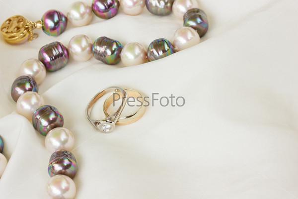 Кольца и ожерелье