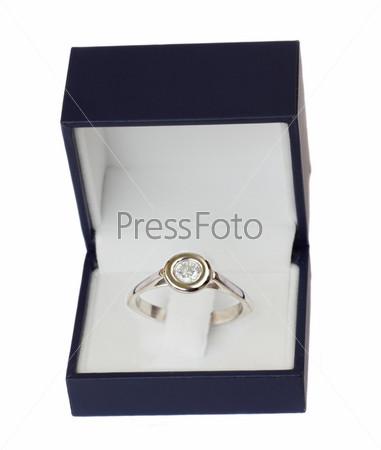Фотография на тему Синяя коробка с бриллиантовым кольцом