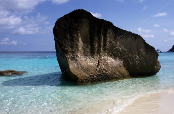 Фотография на тему Красивый солнечный пляж на острове Мианг