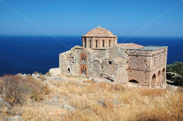 Фотография на тему Церковь Святой Софии византийского города Монемвасия на восточном побережье Пелопоннеса, Греция